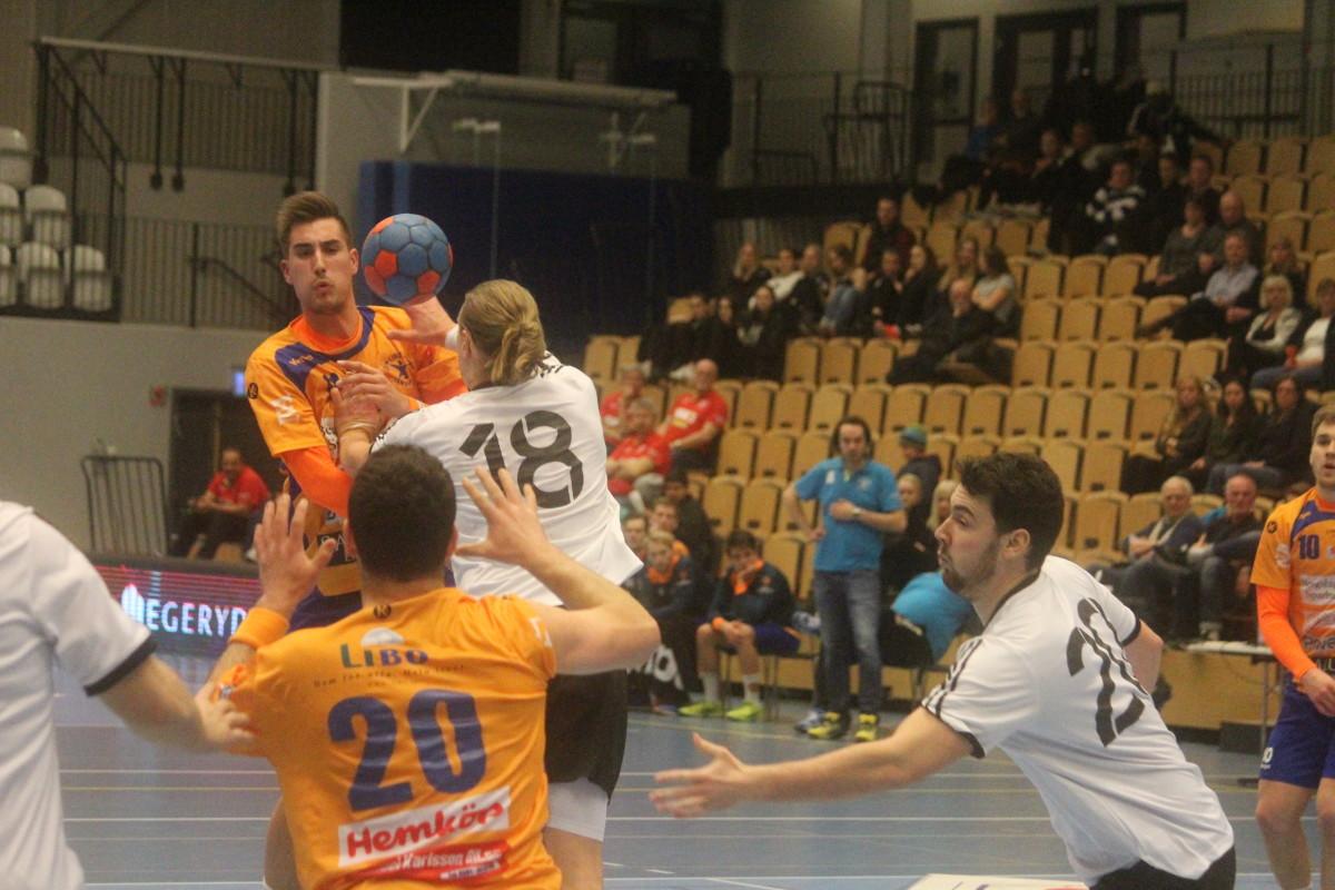 Jesper Jakobsson prisades av förbundskaptenen Kristján Andrésson som matchens lirare. FOTO: Hannes Feldin