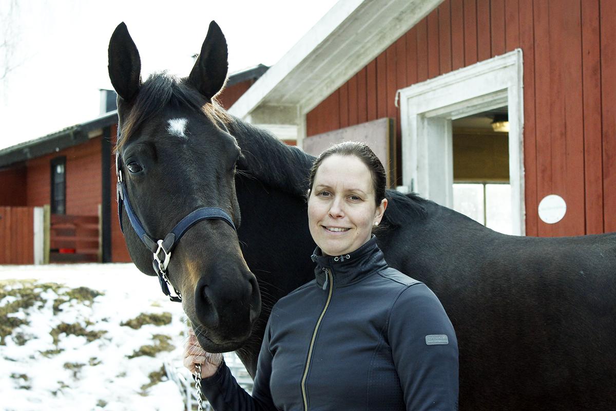 Johanna Klockars och hästen Temina hoppas på ett fullbokat läger. Foto: Camilla Lagerman