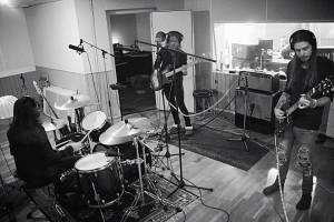 På plats i studion under inspelningen. Foto: Privat
