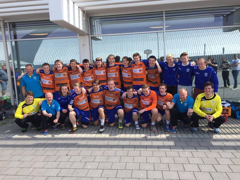 De brandgula juniorerna vände ett tungt gruppspel till vinst i placeringsmötet. FOTO: LIF Lindesberg