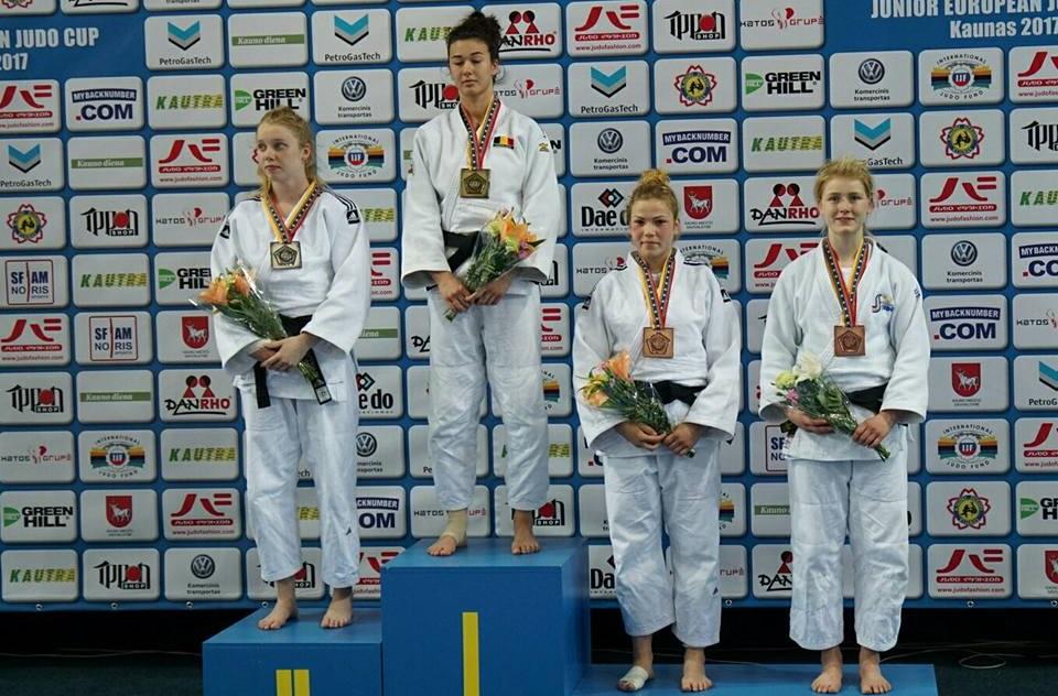 Amanda Håkansson, längst till höger, har kommit tillbaka från knäskadan med besked. FOTO: Frövi Judo