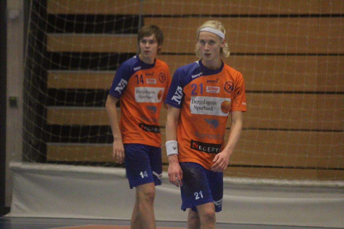 Christoffer Thor, till höger i bild, ges ett A-lagskontrakt med LIF Lindesberg. ARKIVFOTO: Hannes Feldin