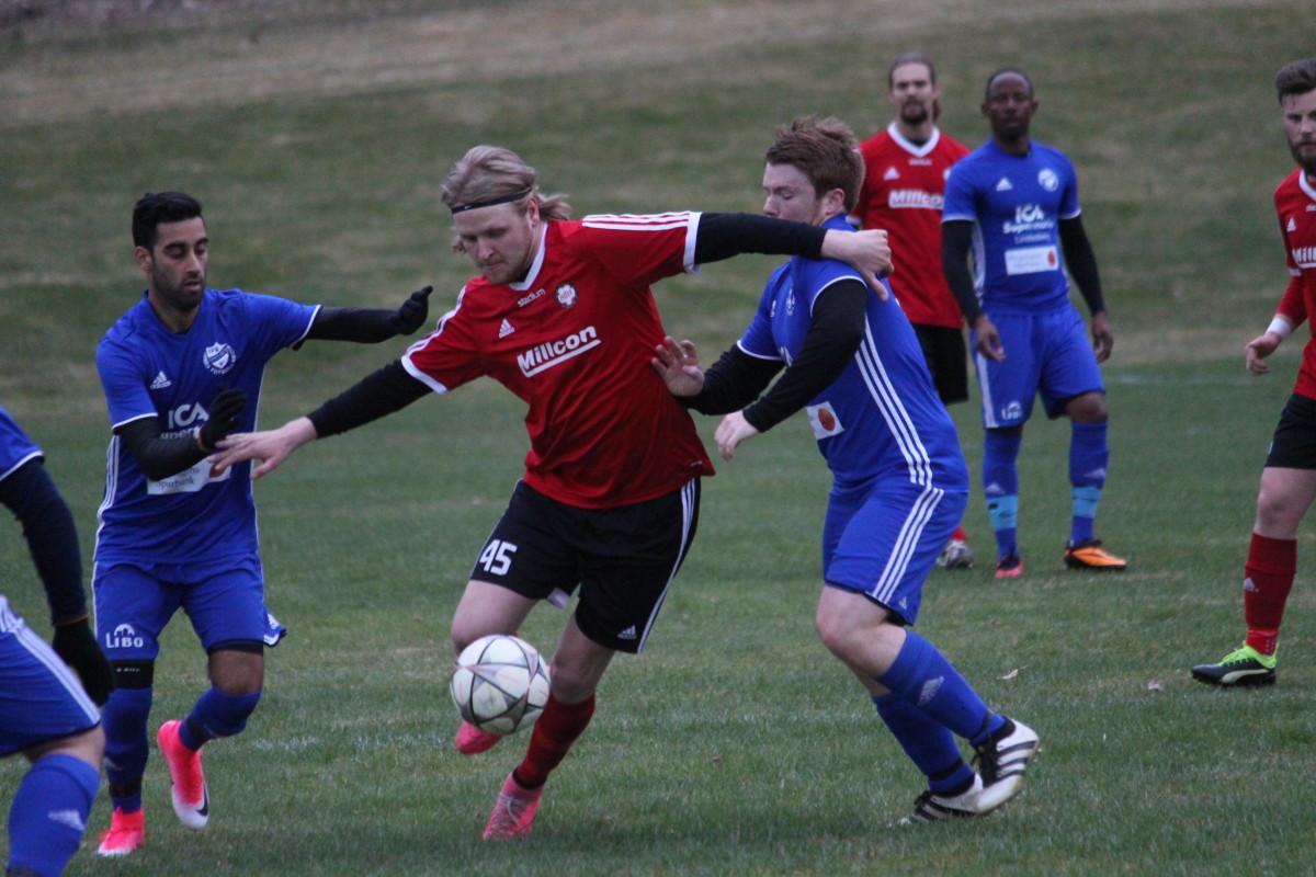 Brjar Mostafa och Adam Johansson slet hårt på IFK:s mittfält. FOTO: Hannes Feldin