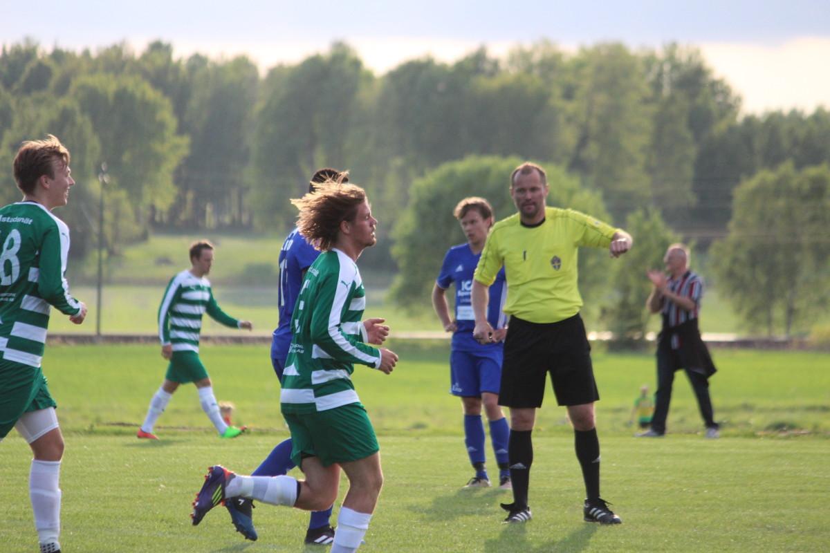 Grönvitt jubel präglade den första halvleken mellan Lillån och IFK. FOTO: Hannes Feldin