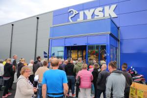 Det var ett rejält tryck i entrén när Jysk premiäröppnade dörrarna i september 2016. Foto: Fredrik Norman