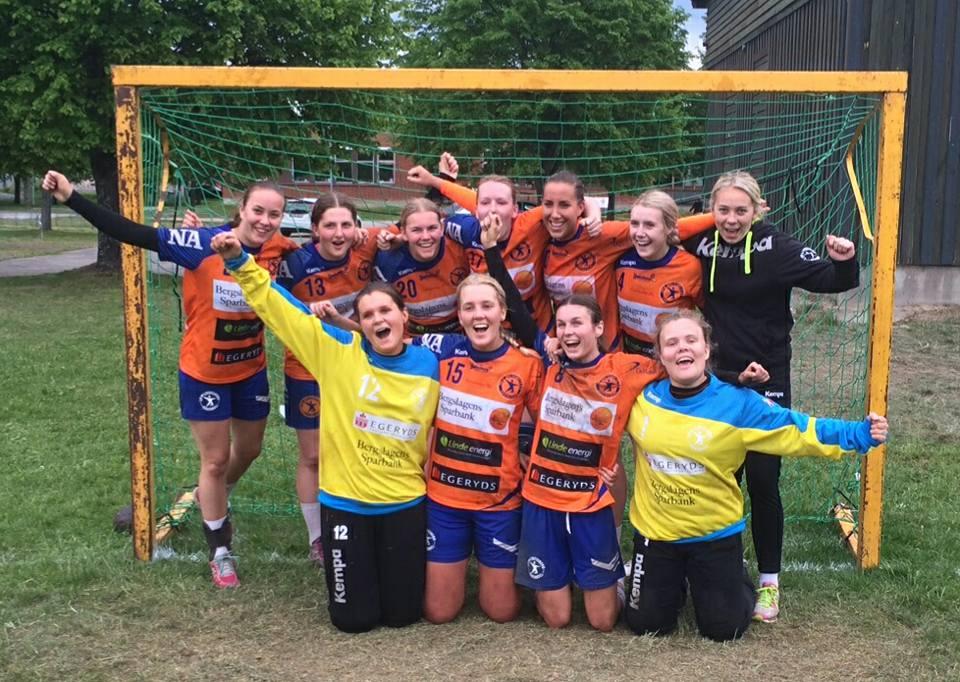 I söndags spelade LIF:s damjuniorer hem guldet på grästurneringen. FOTO: LIF Lindesberg