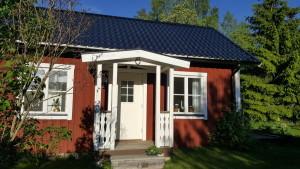 Den lilla stugan på gården blir Evas nya arbetsplats. Privat foto.