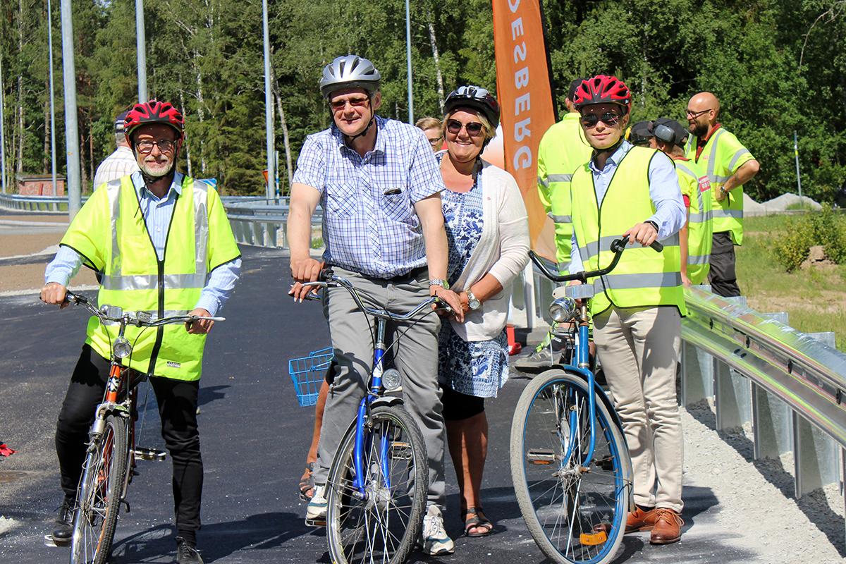Gunnar Berglund från Trafikverket tog premiärturen tillsammans med Jonas Kleber, Irja Gustavsson och en representant från Trafikverket. Foto: Camilla Lagerman