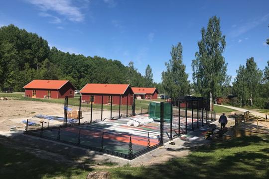 Padelbanan vid golfklubben blir inte invigd i helgen som det var tänkt. Foto: Stefan Leskinen, Lindesbergs Golfklubb
