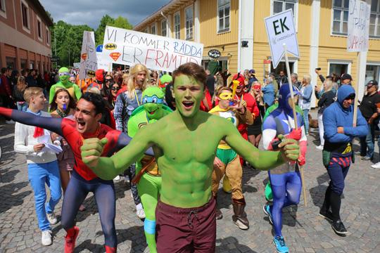 Superhjältar fanns det gott om i årets upplaga av Lindeskolans karneval. Foto: Fredrik Norman