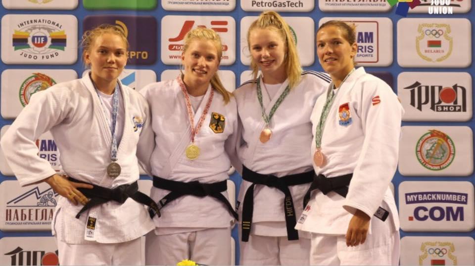 Anna Bernholm, vänster, slutade tvåa på European Open i Minsk i helgen. FOTO: Frövi Judo